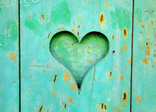 heart-wood-love-wooden-old-heart-background